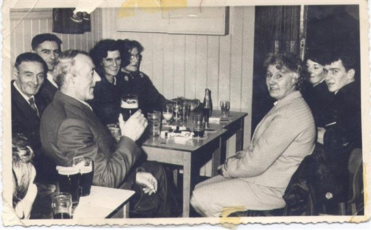 Photo:Paddy Welsh, Wullie Welsh, Jim McGinty, Jean McGinty, Meg Welsh in the Miners' Welfare, 1960s (?)