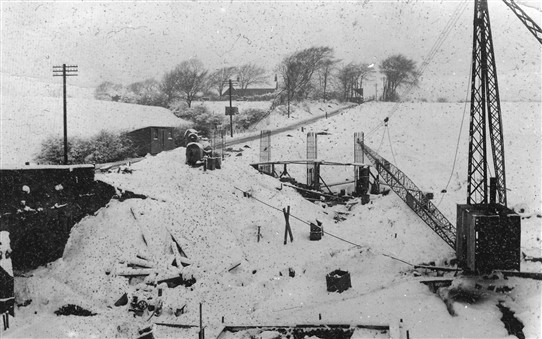 Photo:Working on the bridge in the winter of 1938-39.
